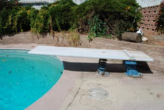 Pool-diving-board-in-Serra-Mesa,-San-Diego
