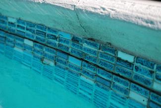 Pool inspection in Serra Mesa, pool tile damage